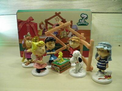 Department 56 Peanuts Christmas Pageant Nativity Set Charlie Brown Snoopy Lucy