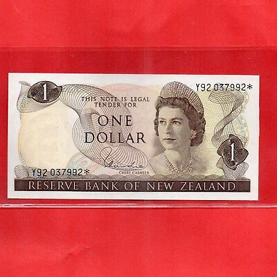 Star Note - Scare- 1977 - 81 H.R.Hardie Unc NZ $1 Banknote serial  Y92 037 992*