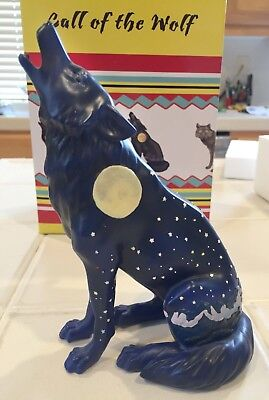 Call of the Wolf Howling Moon Wolf Westland figure Mint condition w box
