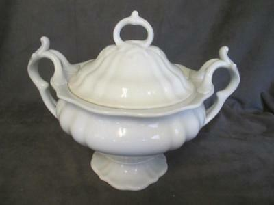 P REGOUT MAASTRICHT A1836 - IRONSTONE FOOTED SOUP TUREEN cd