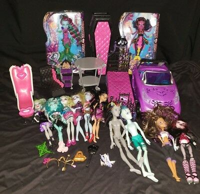 Lot of 12 Monster High Dolls plus Extras