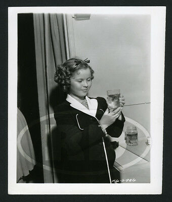 1939 Original 20th Fox 4x5 Candid Photo - Shirley Temple & Fighting Fish Hawaii