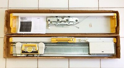 SINGER Memo Matic 321 - Knitting Machine. Boxed w Accessories
