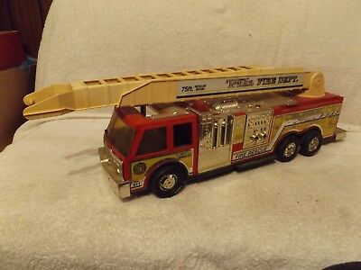 VINTAGE 1970s TONKA PRESSED STEEL & PLASTIC AERIAL FIRE TRUCK-VERY NICE-THRUOUT