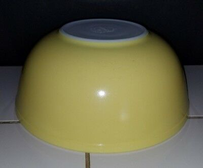 Vintage PYREX Solid Yellow Large Mixing Bowl  404  Beautiful