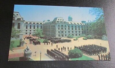 Old Postcard<U.S. NAVAL ACADEMY, MARYLAND>{MIDSHIPMEN IN FRONT OF BANCROFT HALL}