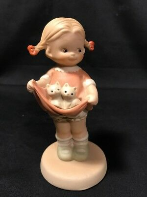 """Memories of Yesterday """"A Lapful Of Luck"""" 1990 Enesco FIGURINE Girl With Kittens"""