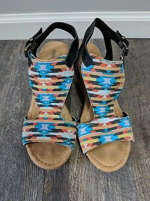 Women's Minnetonka Moccasins Sandals Wedges Size 8 Open Toe Shoe's Multicolor