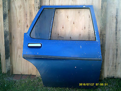 holden hq hj hx hz wagon rear drivers side door has rust has glass