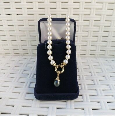 Tour de cou perles naturelles ./ Necklace of cultured pearls 18K.