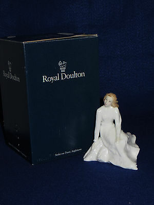 """""""across The Miles"""" Royal Doulton Figurine - Sentiments Collection - Hn3934 - Mib"""
