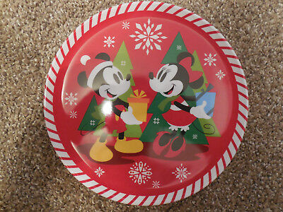 Cassic Disney Character Holiday Plates, Set of 4 (Christmas Themed - Cute)