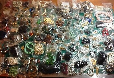 HUGE Job Lot of Vintage Costume Jewellery Beads Necklaces Brooches Pendants x160