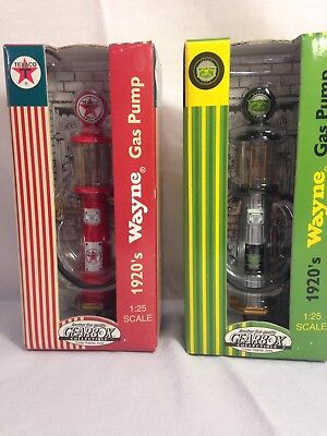 GEARBOX COLLECTIBLES 1:25 diorama x 2 John Deere & Texaco 1920's Wayne Gas Pump