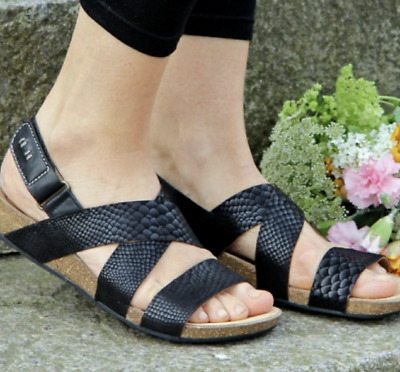 984f7ca16 Clarks Perri Dunes Womens Leather Comfortable Sandals Size 8.5 Black Snake  Woven