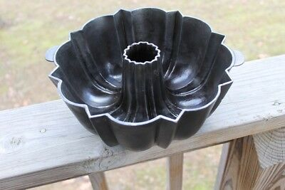 Vintage Cast Iron Bundt Pan Cake Wagner Ware Signed Antique