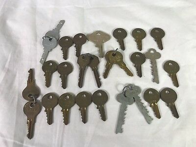 THE YALE & TOWNE MFG. CO. Lot of 27 Used Vintage Lock Keys Steampunk