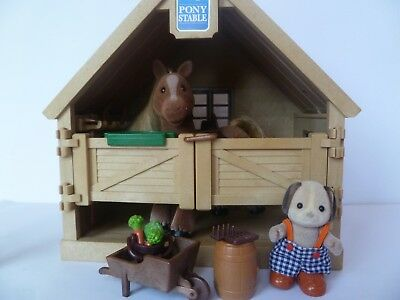 Sylvanian Families - Stable With Pony & Stable Boy