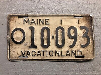 1960's MAINE  LICENSE PLATE  White/black VACATION LAND O10-093