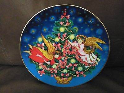 "Avon 1995 Christmas Plate ""Trimming The Tree"""