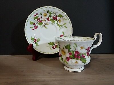 ROYAL ALBERT Flower of the Month Series, December Christmas Rose Cup & Saucer