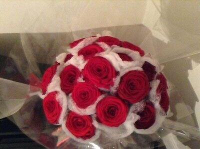 FRESH FLOWERS  Delivered Traditional Christmas Bouquet