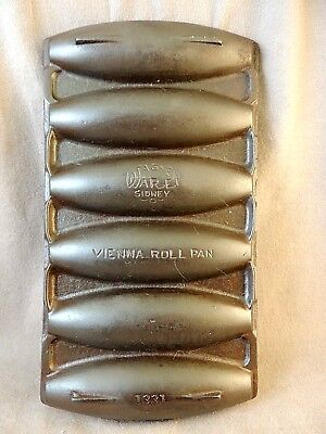 Vintage WAGNER WARE Cast Iron VIENNA ROLL PAN 1331
