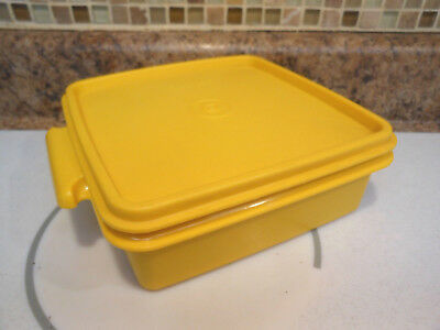 Vintage Tupperware Square Away Sandwich Keeper #1362 in Harvest Gold