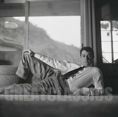 TONY CURTIS AT HOME 1960s HANDSOME YOUNG 2 1/4 CAMERA NEGATIVE PETER BASCH