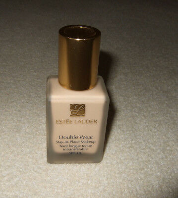 """Estee Lauder """"Double Wear"""" Stay-in-Place Makeup, Farbe Ivory Nude 1N1"""
