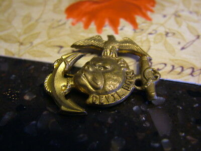 """1935 """"Devil Dogs of the Air"""" Brass Badge/Pin Quaker Cereal Premium"""
