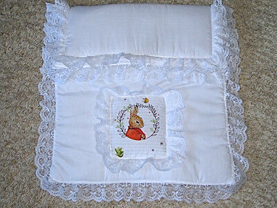 Brand New - Pretty Thick Padded Pram/crib Quilt With Peter Rabbit/flopsy
