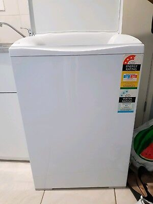 Fisher and Paykel 7kg top loader washing machine