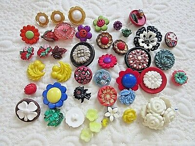 Lot of Mixed Floral Theme Buttons