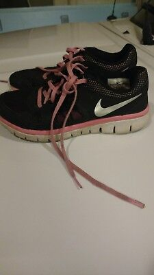 26f46cb742ab9 Nike Flex Run Girls Youth Athletic Sneakers Size 4Y Pink Black Running Shoes