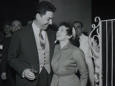 Edith Piaf !! Très Belle photo ancienne avec Jacques Pills 1952 !