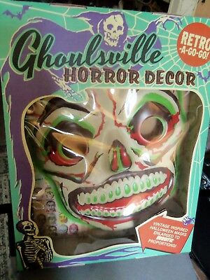 """Ghoulsville Horror Wall Décor 24"""" Tall Green Slime Skull Halloween Mask MIB New"""