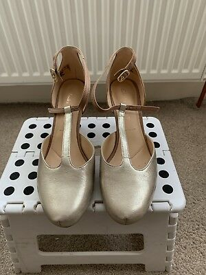 7abacc32cfa CLARKS WOMEN  S DALIA Tulip T-Bar Pumps Size 5.5E Wide Fit - £18.00 ...