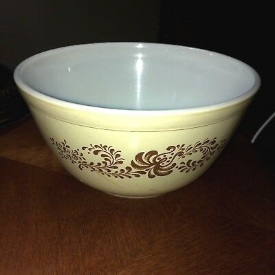 Vintage Pyrex Homestead 1-1/2 Quart Mixing Bowl #402 BROWN and TAN