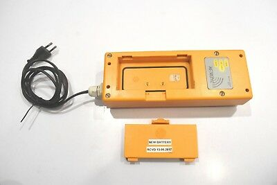 HETRONIC UCH-2 crane remote battery and charger 90-270 VAC