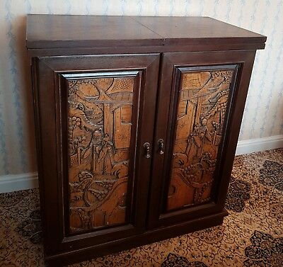 Superb VINTAGE CARVED CAMPHOR WOOD EXTENDING DRINKS CABINET BAR Chinese cocktail