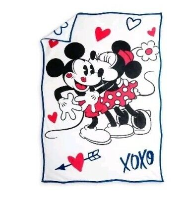 NWT Disney Parks Mickey Minnie Valentine's Day Love Sweethearts Blanket Throw