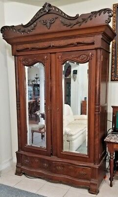 Antique Early 19th Century SOUTHERN AMERICAN Carved Walnut Armoire wardrobe