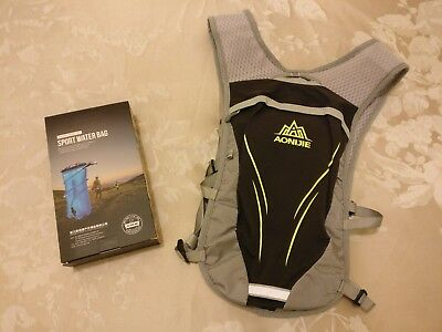 Aonijie hydration running vest/backpack complete with hydration pack - Grey