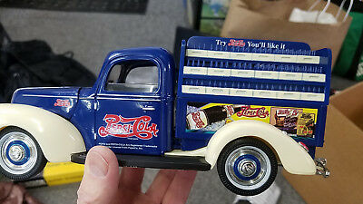 Metal 1940 FORD PEPSI Truck - NIB #9501 Golden Wheels Diecast