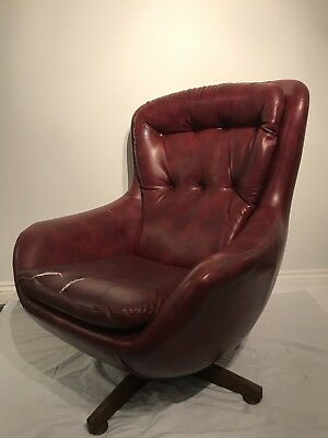 Vintage Button Back (could Be  Danish) Swivel Chair 60's 70's