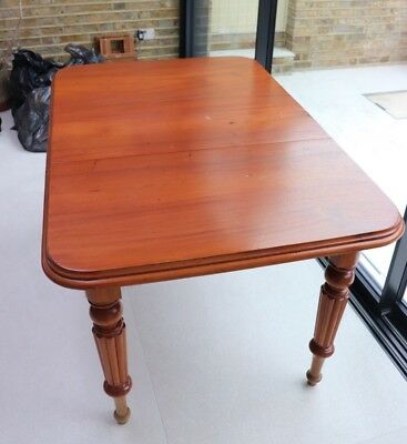 Victorian extending mahogany dining table with one extension leaf