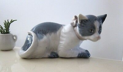 Lladro Cat Wearing A Bow Figurine