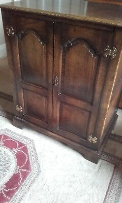 Titchmarsh & Goodwin Style Solid Oak Furniture Media/music/storage Cabinet