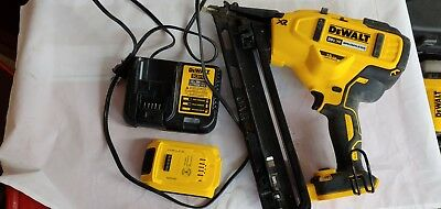 DEWALT DCN650B 20V MAX XR 15 Gauge Angled Finish Nailer Complete kit